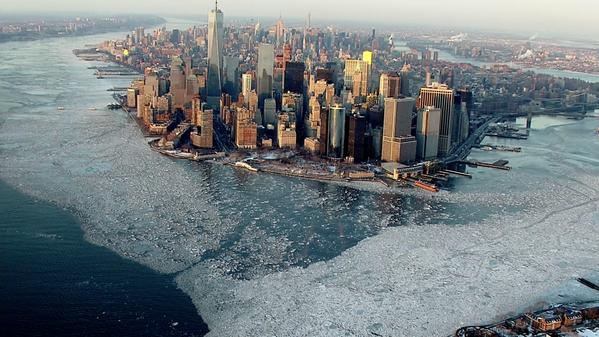 Magnifique photo du soir: New york sous la glace.... Credit CBS news