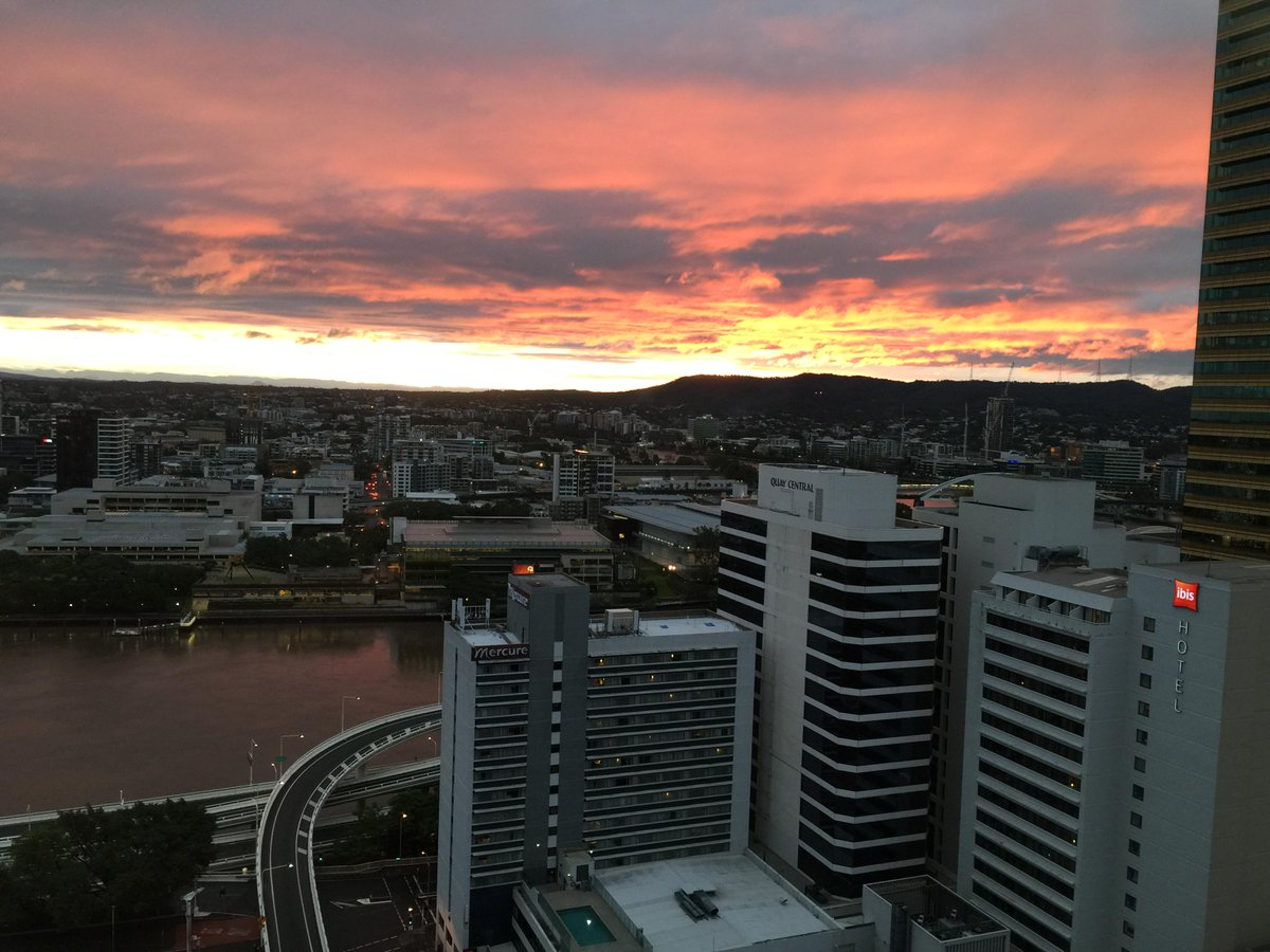 #Sunset in #Bne following #bigwet conditions over the past few days. Check the forecast herehttp://t.co/zUYgJJ2MQ3 http://t.co/o1yRPe1HLL