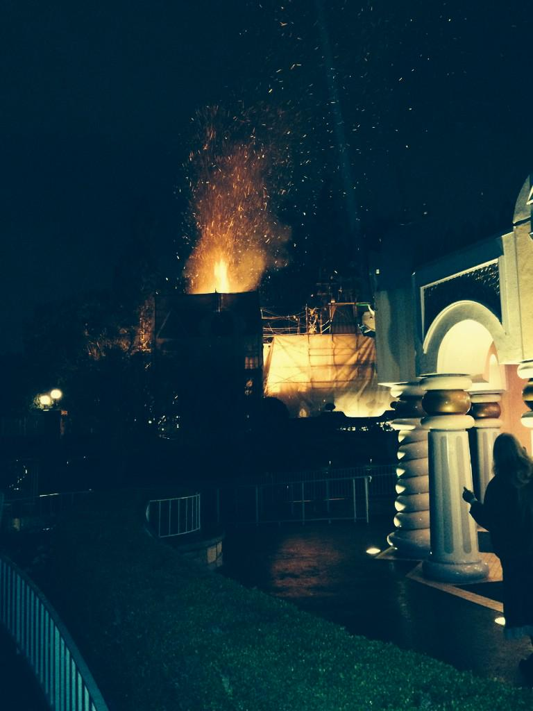 Just hopped off small world and then it caught on fire from the fireworks http://t.co/t0BqYiqIhy