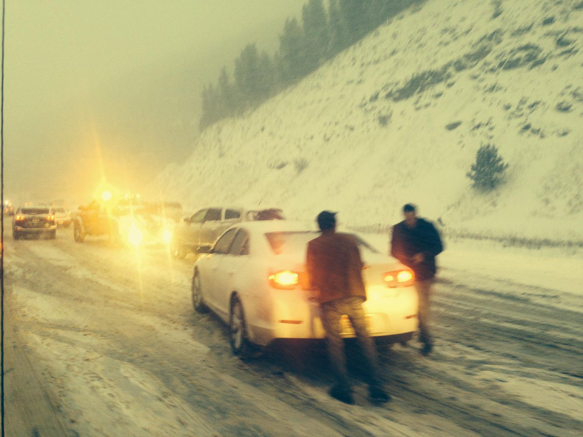 Car stuck trying to get up Floyd Hill.  #COsnowstorm http://t.co/fLVq2YQvOZ