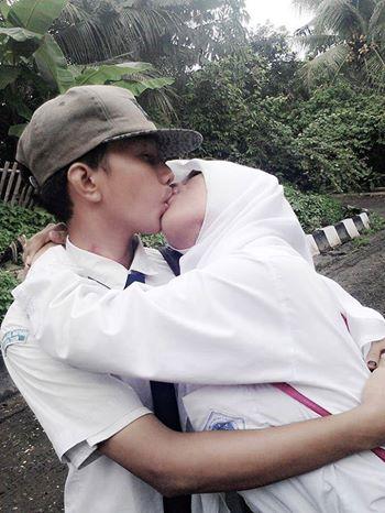 Hadohh Stakof Kemarin Anak Sd Ciuman Ini Anak Smp Mana Uni Fahiraidris Korban Film Nih Pic Twitter Comtsejvtmuf