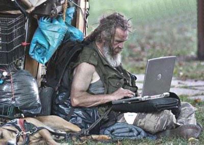Antes de dar comida a um mendigo, dá-lhe uma vara e ensina-lhe a pescar. ;-) http://t.co/fkAxa7LFmm