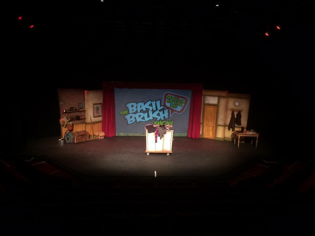 #FullonFox tour now in Peterborough. @realbasilbrush @ChrisPizzey @mattymorley #BoomBoomBasil http://t.co/AxntsOcUnP