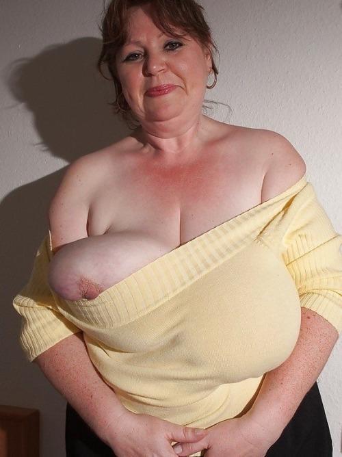 Carol brun gros tuits tube