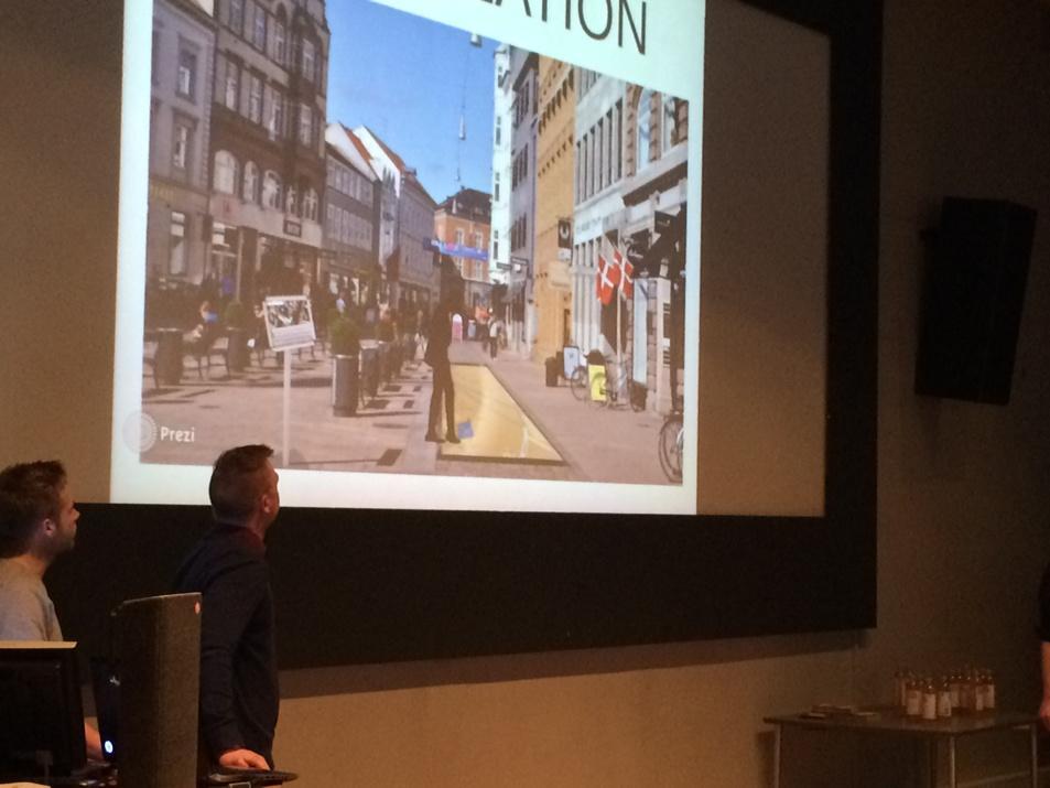 Minuskels @DanielPaaske præsenterer gruppens ide omkring aktiv brug af Aarhus historiske data #ocd15 http://t.co/RHiPL0jTFf