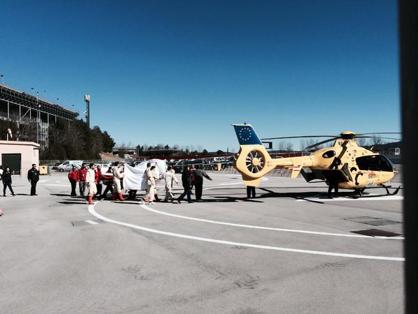 """Fernando Alonso ha sido evacuado en helicóptero al Hospital por precaución y para chequeos rutinarios http://t.co/n5REXjEiSx"""""""