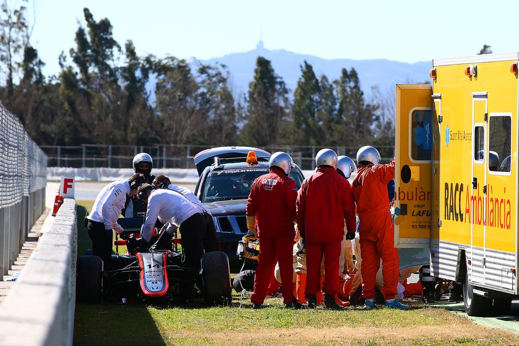 Let's hope Fernando @alo_oficial is OK after the crash in Barcelona #F1Testing. @McLarenF1 #McLarenHonda #Alonso http://t.co/i6fsACgGvs