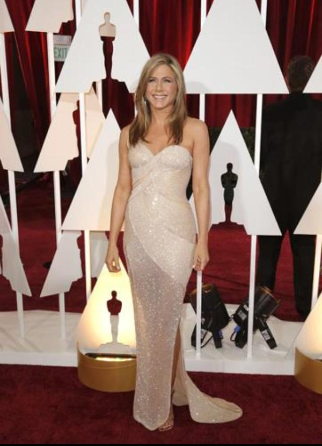Sometimes you don't need to win to steal the show. #JenniferAniston #oscars http://t.co/rOmBJnMpPV