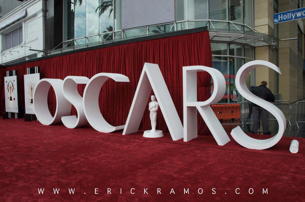Overcast skies & light rain can't stop us. It didn't last year! http://t.co/a58ml3Q0lV #OSCARS2015 #EALEXSTARKLIVE http://t.co/SevS4pUjW5