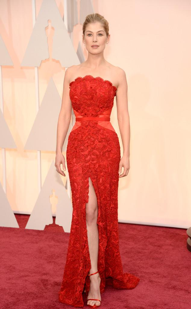 Stop everything: Rosamund Pike is red hot on the #ERedCarpet! http://t.co/lj8SQ8XDZW