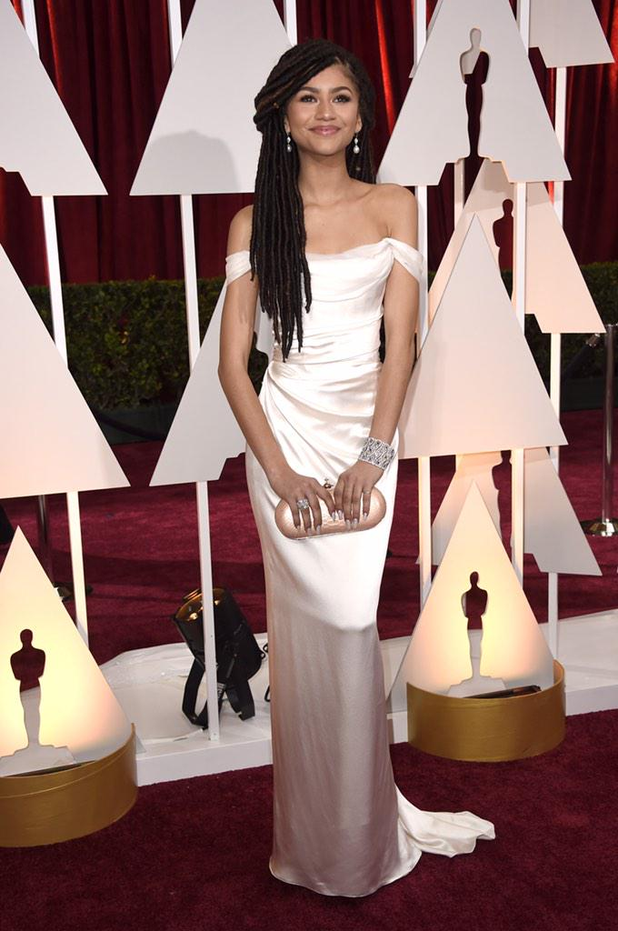 .@Zendaya looks absolutely flawless on the red carpet! #Oscars #Insider http://t.co/4fwAcjaqpt