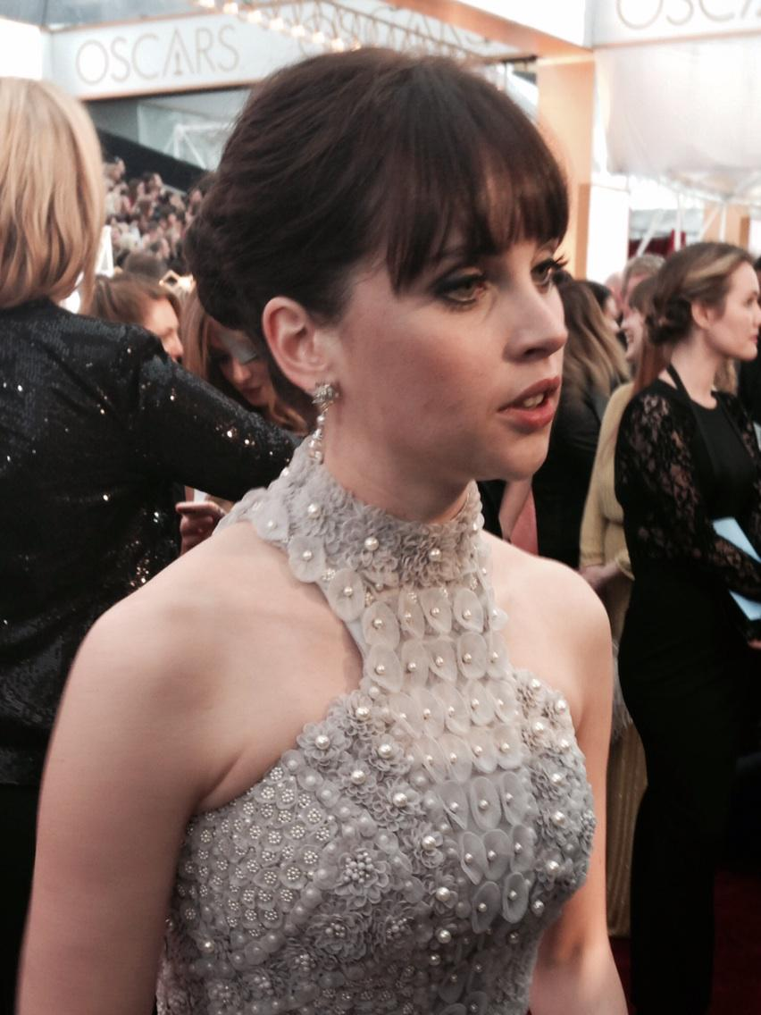 "Felicity Jones' recipe for dealing with the Oscars: ""I just had a shot of tequila. That helped."" http://t.co/ibtcs1QAMa"