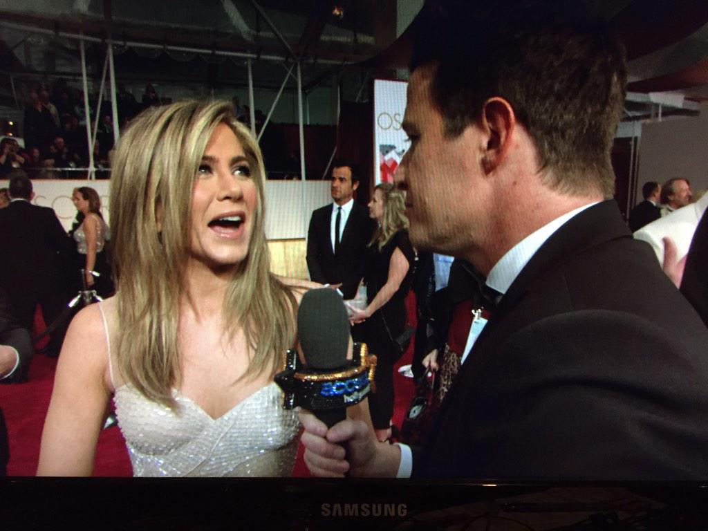 Jennifer Aniston had an early morning injury at the gym. (Stars... They're just like us!) #Access #Oscars2015 http://t.co/9mZtP9Ux3L