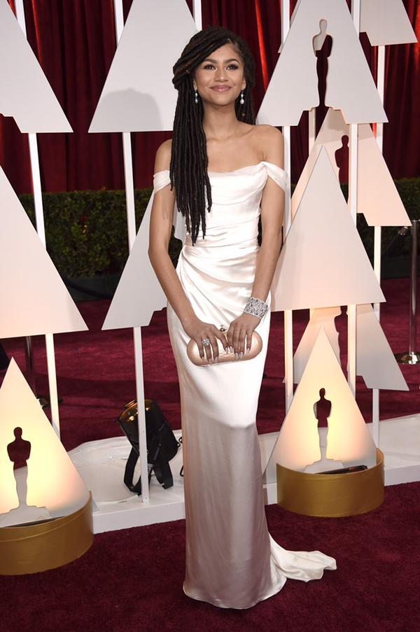 I have such mad respect for this girl. @zendaya, you look gorgeous, doll! #Oscars #LBDRedCarpet #DWTS #rolemodel http://t.co/AhJ8zEP3pr