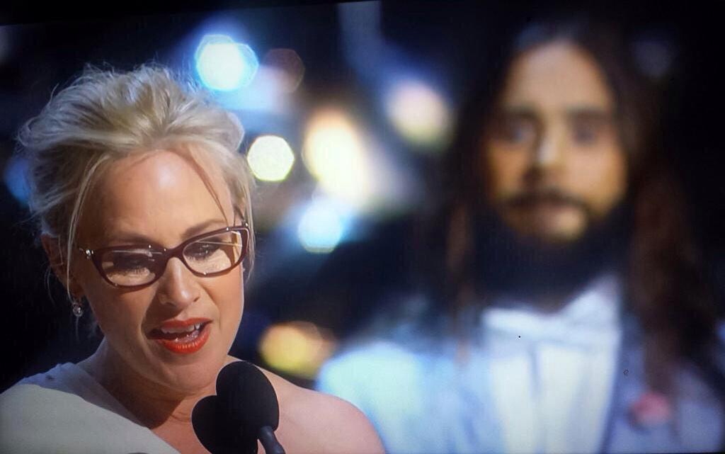 Extraña foto de Jesus bendiciendo el discurso de Patricia Arquette (Por @tlyzen) http://t.co/3wyKyxkU1R