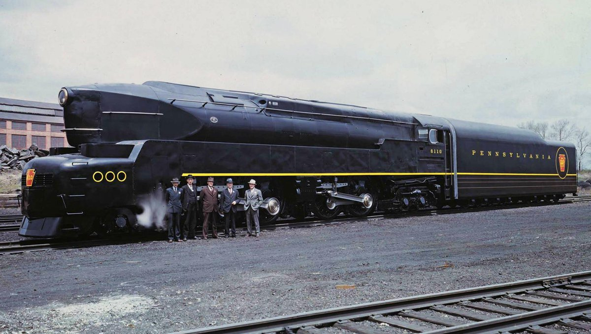 【鉄道ネタ】「口紅から機関車まで」工業デザインの祖・フランス・パリ出身のデザイナー、レイモンド・ローウィが19世紀初頭にデザインした蒸気機関車T1 Duplex。それまで無骨な円筒部品だった機関車をガラリと変えて革命を起こしました pic.twitter.com/1qwwpv8ei6