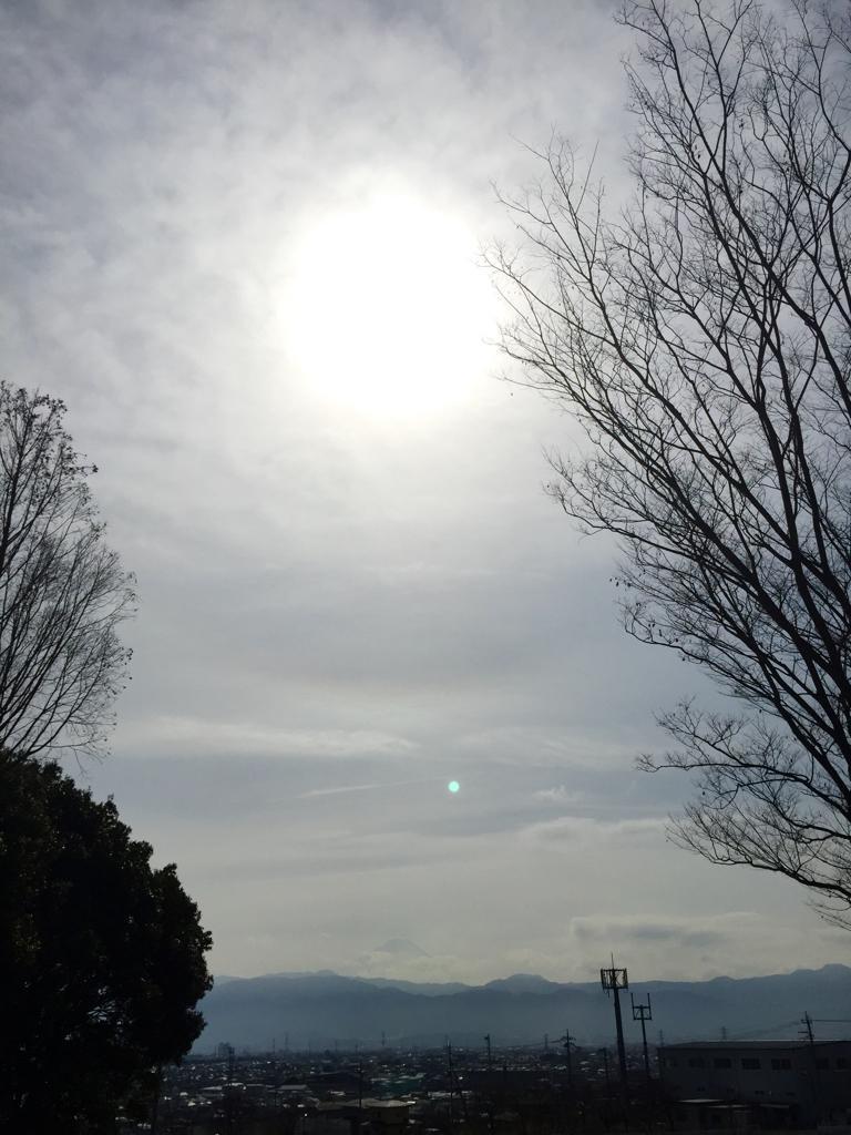 中央道・双葉SAイマソラ。ちょっぴり富士山 #mysky #fujisan http://t.co/OxVaPnK8pS
