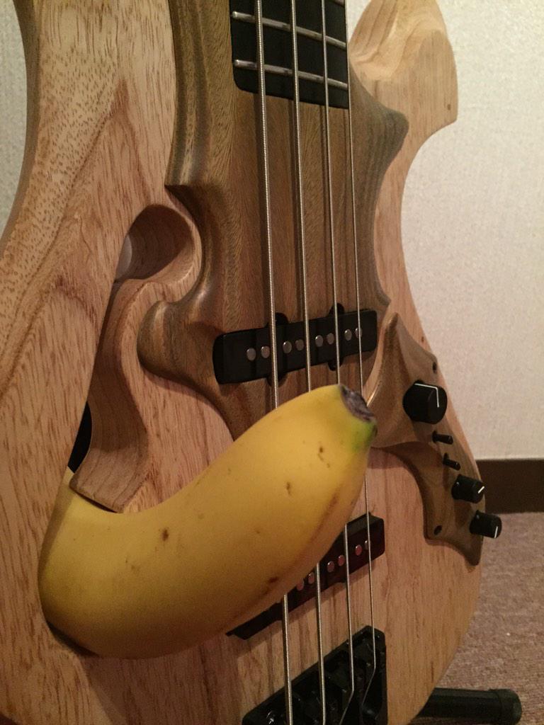 ところでお前らのベースってもしかしてバナナとか入らないスタイル? http://t.co/6koakOADZz