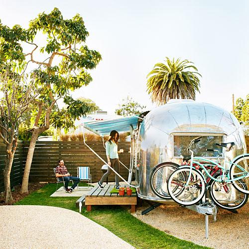Sign us up for this airstream hotel @SantaBarbara. We are so, so into it. http://t.co/O8M14OreWV http://t.co/jOY2YfUmgK