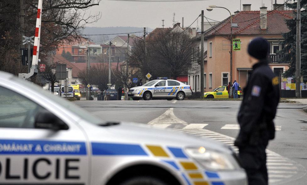 Çek Cumhuriyeti ' nin do ğusundaki bir kasabada düzenlenen saldırıda 9 kişi...