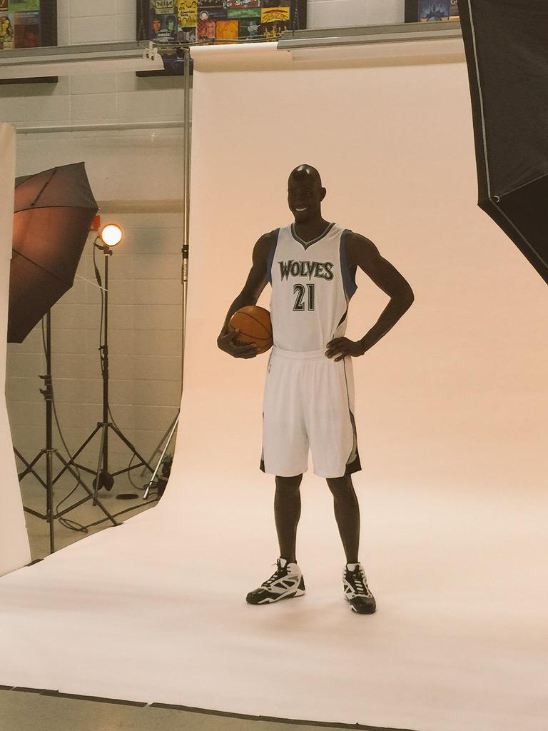 There it is, #Twolves fans... KG in his familiar No. 21. #DaKid #BigTicket http://t.co/9RpIHdTd6y