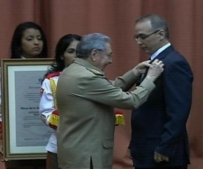 Preside Raúl conmemoración de reinicio de luchas independentistas y condecoración de Los Cinco