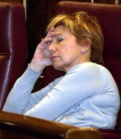 Celia Villalobos : por 120.564,36€ anuales o duerme o juega. Su desfachatez la paga el contribuyente. Dimisión. http://t.co/a8Id2jXnwH