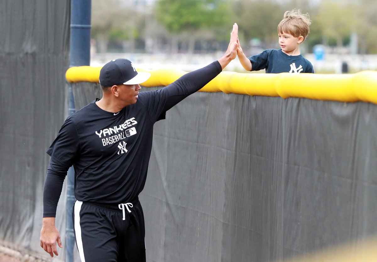 Love A-Rod RT @AnswerDave: This is one of the best baseball photos I've seen in a long time and A-Rod's in it: http://t.co/i3Jdha8ewN