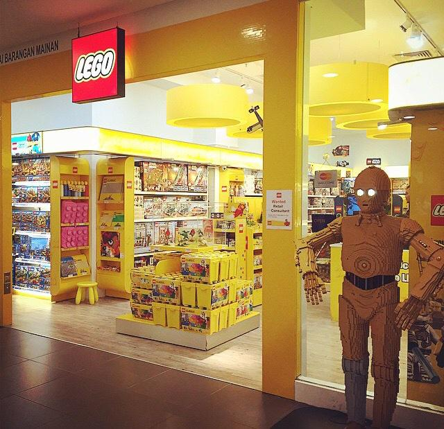 """Josh Curtis on Twitter: """"""""@TheBrickNetwork: The LEGO store in ..."""