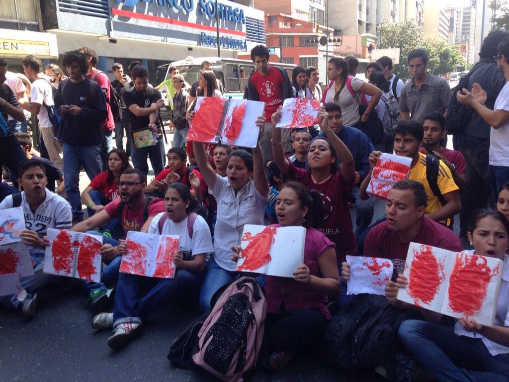 10 39am 25f Estudiantes Llegaron Al Ministerio De