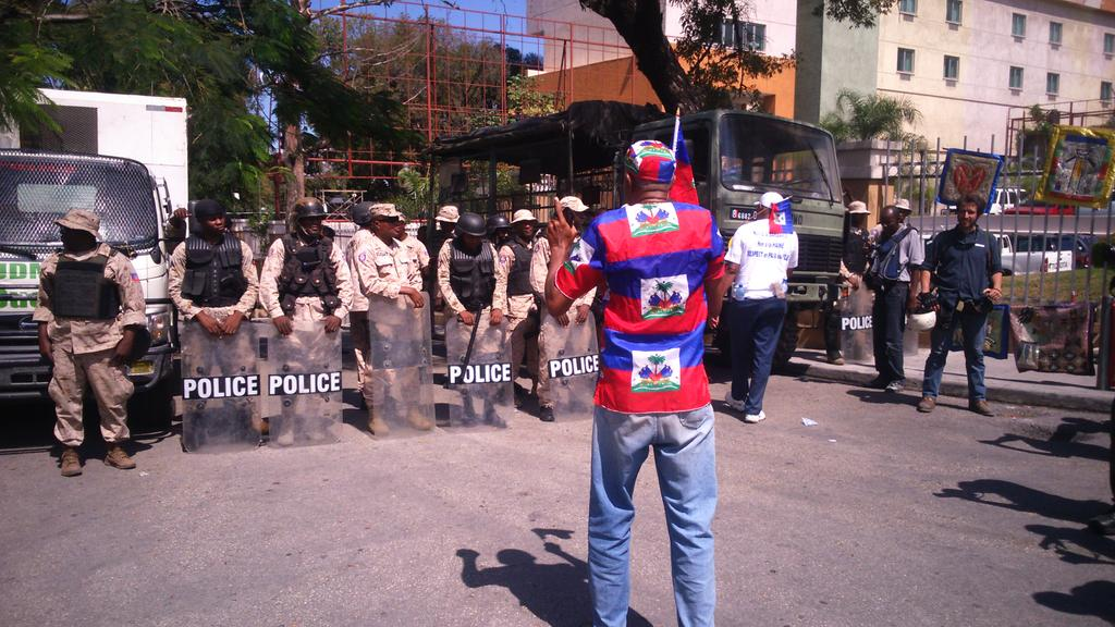 RT @walcamhaiti: #Haiti police stationed in the street leading to the Embassy of the Dominican Republic http://t.co/wcyJALpauB
