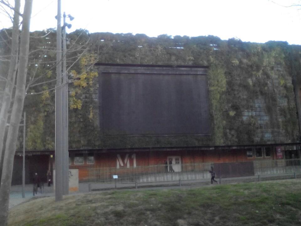 L'smart park amb la pantalla gegant apagada