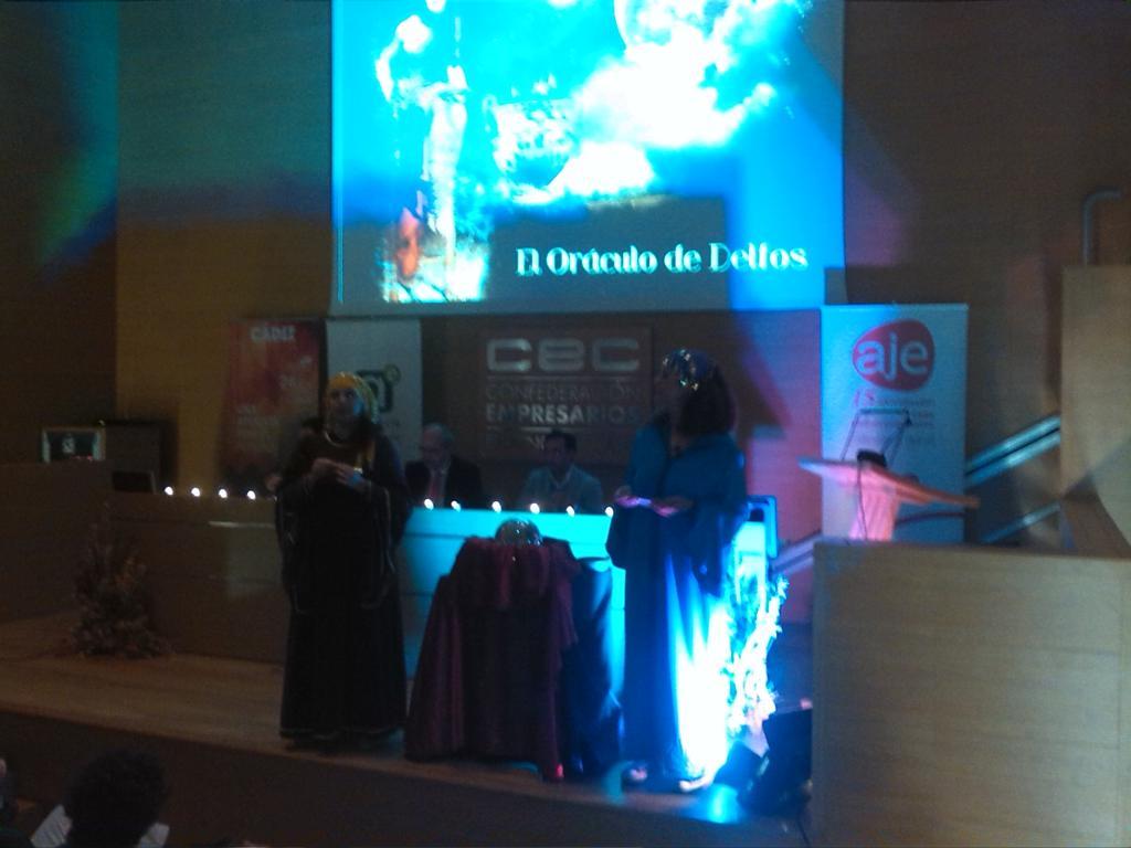 Tremendas @cadigenia en presentación #CadizInnovacion en @ceccadiz Inaugura su pdte,@AJECADIZ,delegado @EconomiaJunta http://t.co/fCZtazI2Nv