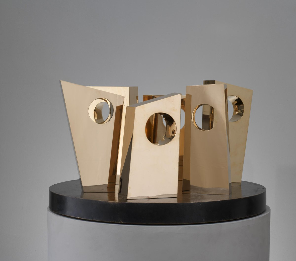 First #TASPreview! This #BarbaraHepworth sculpture will be on view at @OsborneSamuel on Pier 92 http://t.co/8eJn96lkQt