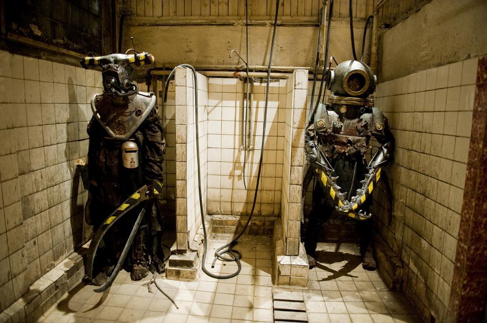 異形ホラー映画「武器人間」いい感じに狂ってて面白かった。第二次世界大戦末期、ナチスの研究施設に潜入したソ連の偵察部隊が見たのはマッドサイエンティストが死体と機械を使って作った改造人間…一人一人造形が違ってて見応えあるクリーチャー祭り。