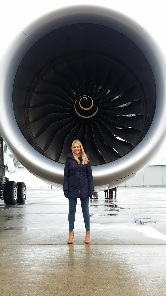 The Trent XWB ENGINE is so quiet..I'll have two please @RollsRoyce  ..@Airbus 350 @BBCWales x #aviationlover http://t.co/fLo4Gq4r6F