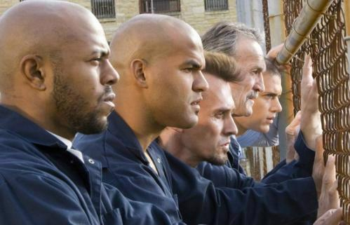 Throwback Thursday.... Charles Westmoreland at the fence in Joliet, Ill.... in Prison Break. http://t.co/T81SW58Yx6