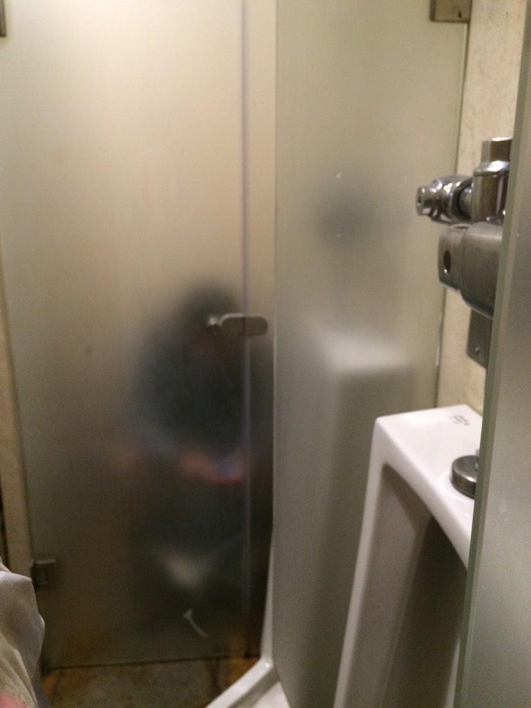 -¡Godínez! ¿Quién se encargó de remodelar el baño del restaurante? -Lo hizo el becario nuevo, Arqui ¿por? - http://t.co/cAEjHYfX3e
