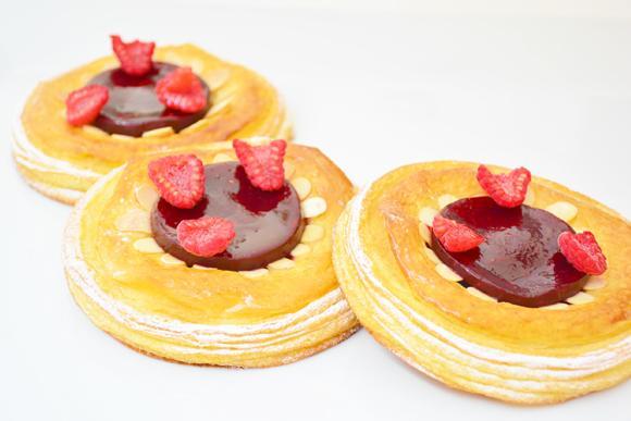 'Croissant' de frambuesa con almendra fileteada http://t.co/gmscZGySuJ #recetas
