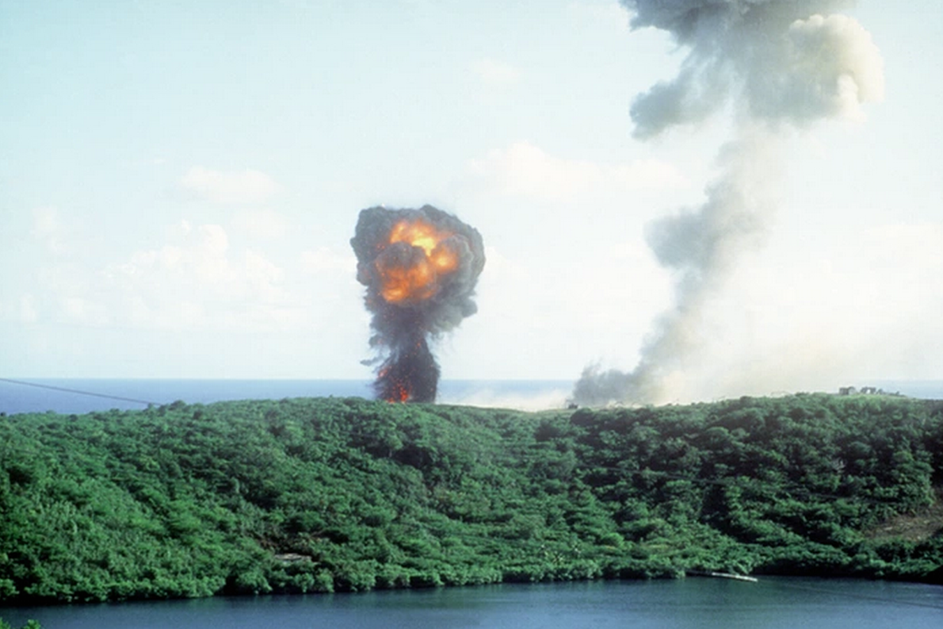 did u know the US invaded Grenada, a small Caribbean island country, in 1983?! Learn more: https://t.co/tRBren2BhL http://t.co/9gaJ836CkD