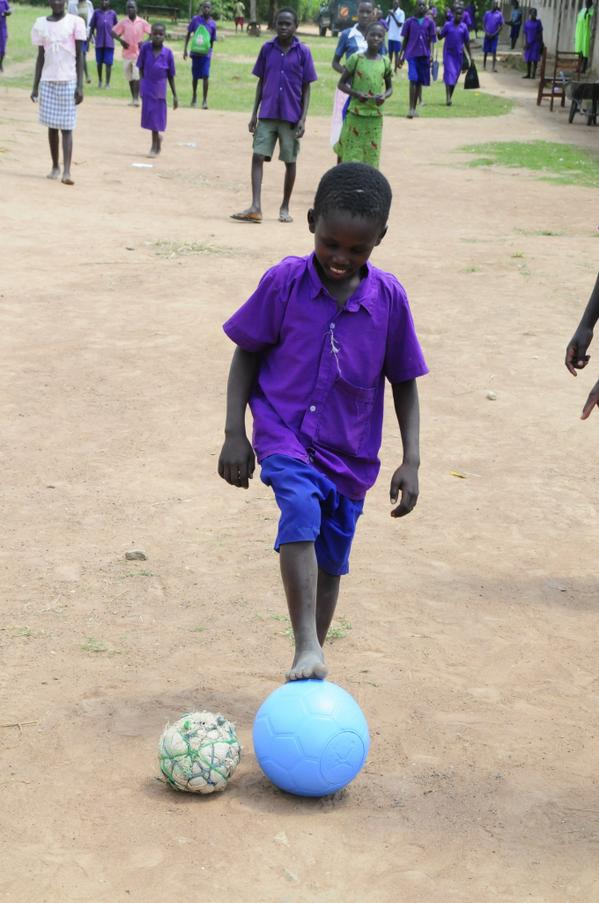 Which ball would you rather have? We recently gave this school in Uganda some @OneWorldFutbol balls, they loved them! http://t.co/zfOd3xyrBl