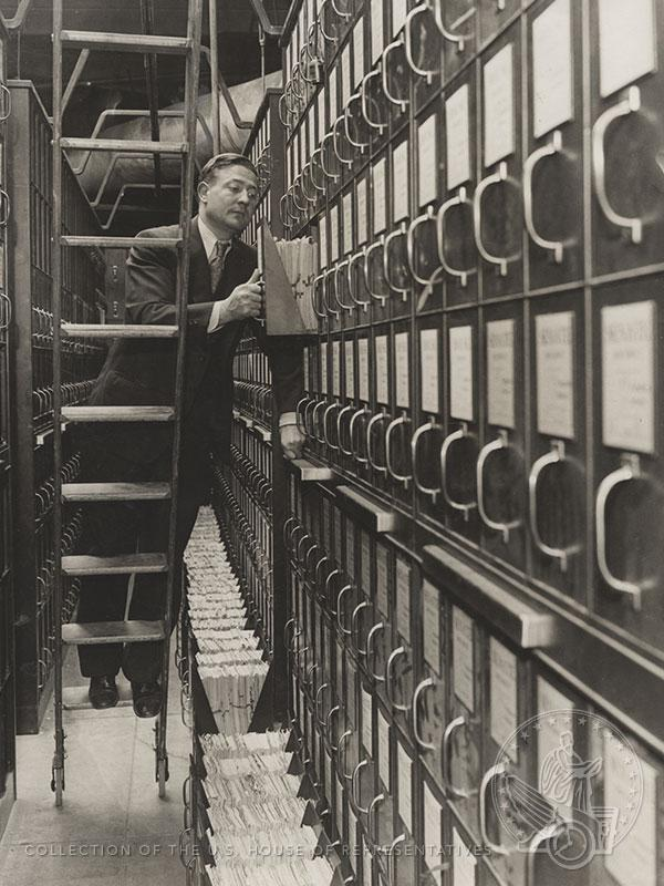 What's in the gray boxes? #AskAnArchivist on Thursday from 2-3 PM. http://t.co/kkWeTT8UZT http://t.co/RN39eYVTXK