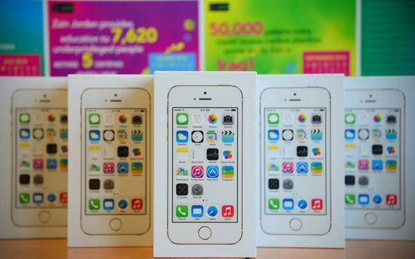 فولو و ريتويت واحصل على فرصة لربح iPhone 5s  #zain5s  سيتم الاعلان عن الفائز غدا الساعة 10ص http://t.co/emjPp4UE1Z