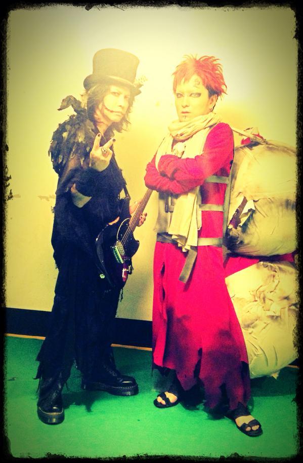 VAMPS主宰、ハロウィンパーティー最終日神戸! 終わっちゃったー!!! 楽しかったーーー!!  ハッピーハロウィーーーーーン!!! HYDEさんと(*´꒳`*) http://t.co/elUOCVVf4A