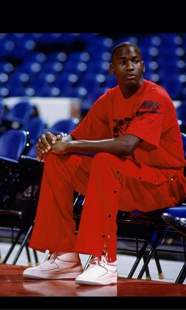 c1fbdd51e86164 30 years ago on this date October 26 1984. Michael Jordan made his NBA  debut... Historical.. The legend Begins...pic.twitter.com GvRLBLBLqk