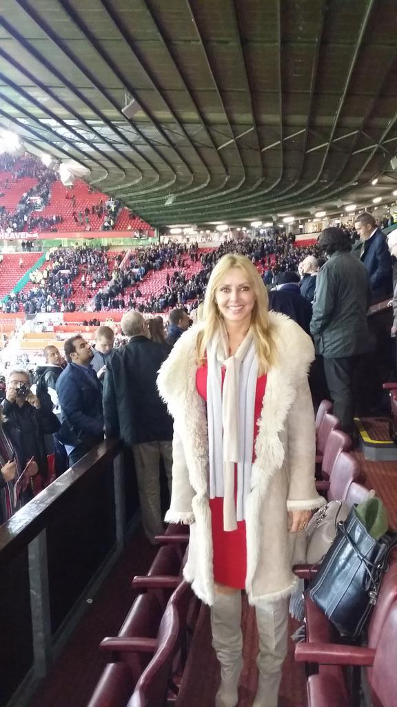 What a great goal... Extra time... Love it #oldtrafford @EamonnHolmes ..need a drink x http://t.co/o8qcEiNrOZ