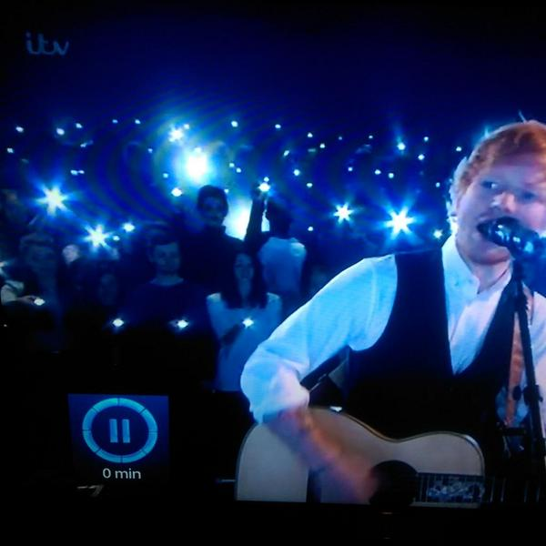 Why's Michael Myers stood behind @edsheeran? It's not Halloween yet! http://t.co/dccslap9Ur