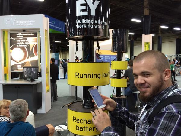 A smart way to plug people in. W/ @iSocialFanz #ibminsight #Vegas http://t.co/9hn4wJowIU
