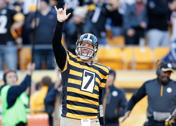 a04cc084c Steelers QB Ben Roethlisberger finishes the day throwing for a franchise  record 522 yards and 6