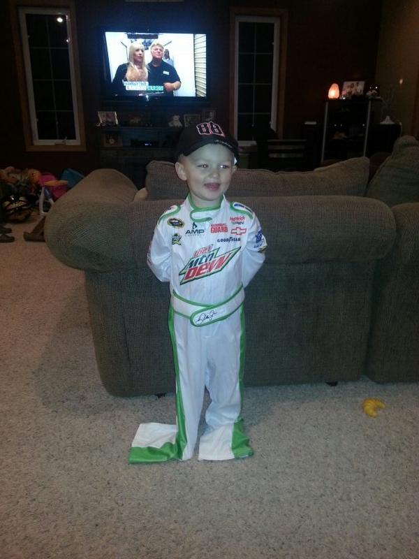 Dale Earnhardt Jr. JR Motorsports Hendrick Motorsports and Kenny Wallace  sc 1 st  Twitter : dale jr halloween costume  - Germanpascual.Com